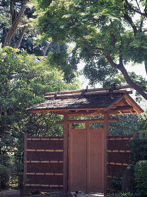 千葉県松戸市 戸定館の庭園の入口